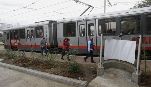 San Francisco's new open-air urinal, at right. (Photo: Twitter)
