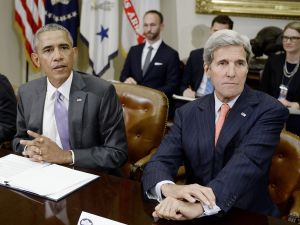 WASHINGTON, DC - SEPTEMBER 10: U.S President Barack Obama and Secretary of State John Kerry (R) meet with a small group of veterans and Gold Star Mothers to discuss the Iran nuclear deal in the Roosevelt Room of the White House September 10, 2015 in Washington, DC. Groups supporting and against the nuclear deal with Iran to lift sanctions have made their voices heard this week. (Photo by Olivier Douliery-Pool/Getty Images)