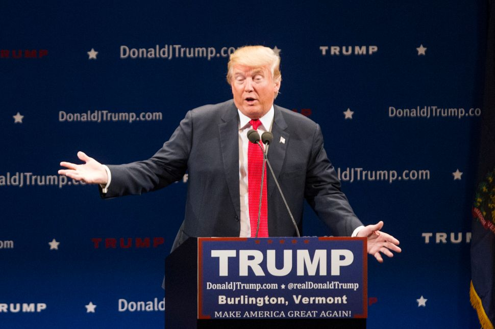 Chris Christie Says He Likes Donald Trump 'On a Personal Level'