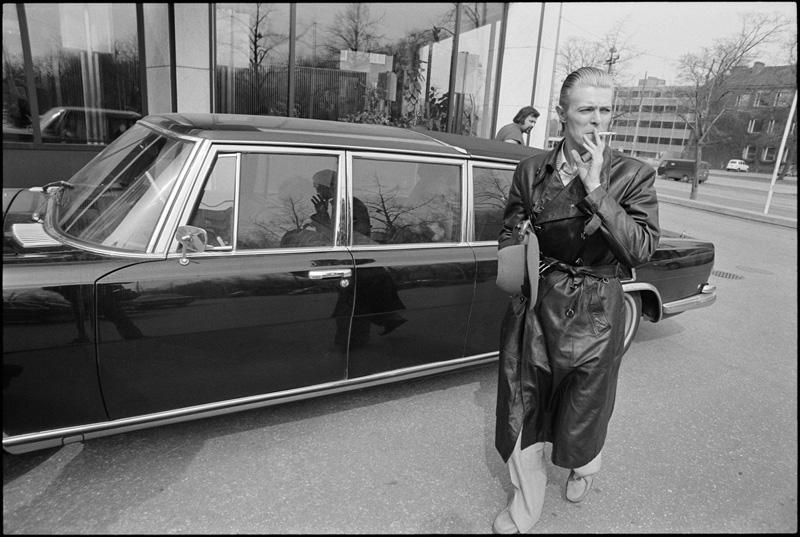 Seldom-Seen Bowie Photos From the Thin White Duke Era Emerge