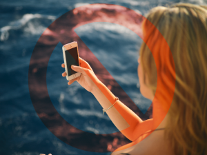 About half of the 27 selfie-caused deaths of 2015 occurred in India, many on beaches.(Photo: Pexels)