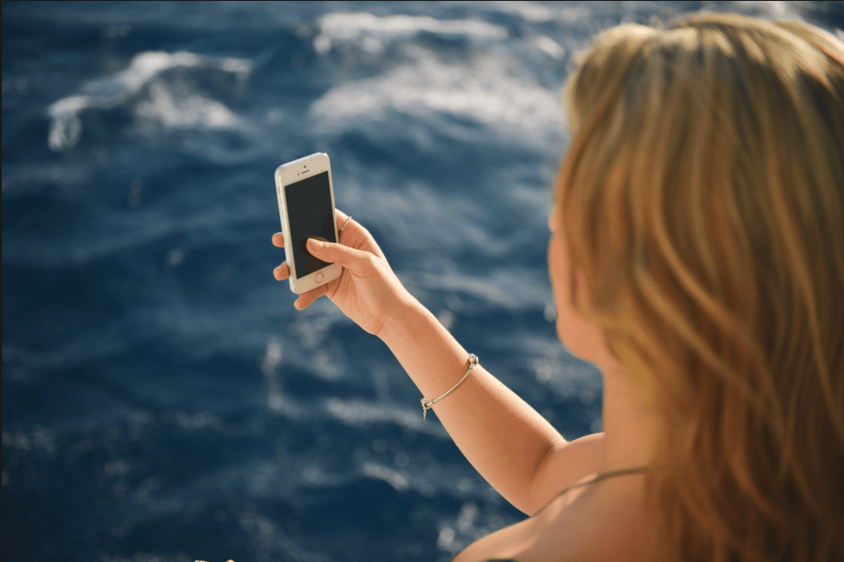 This Company Will Pay You to Take Selfies