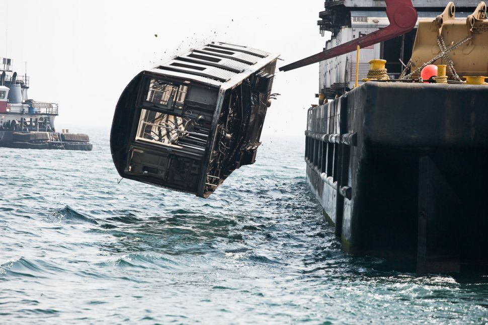 Take a Look at New York Subway Cars Being Hurled Into the Atlantic