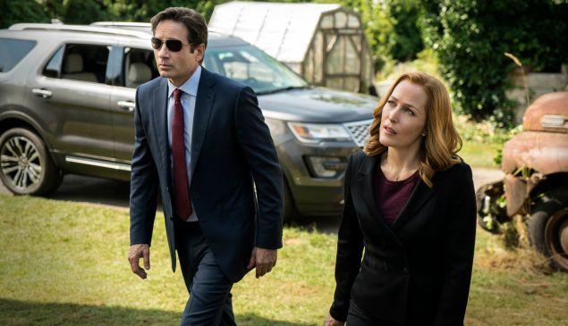 David Duchovny and Gillian Anderson in The X-Files.