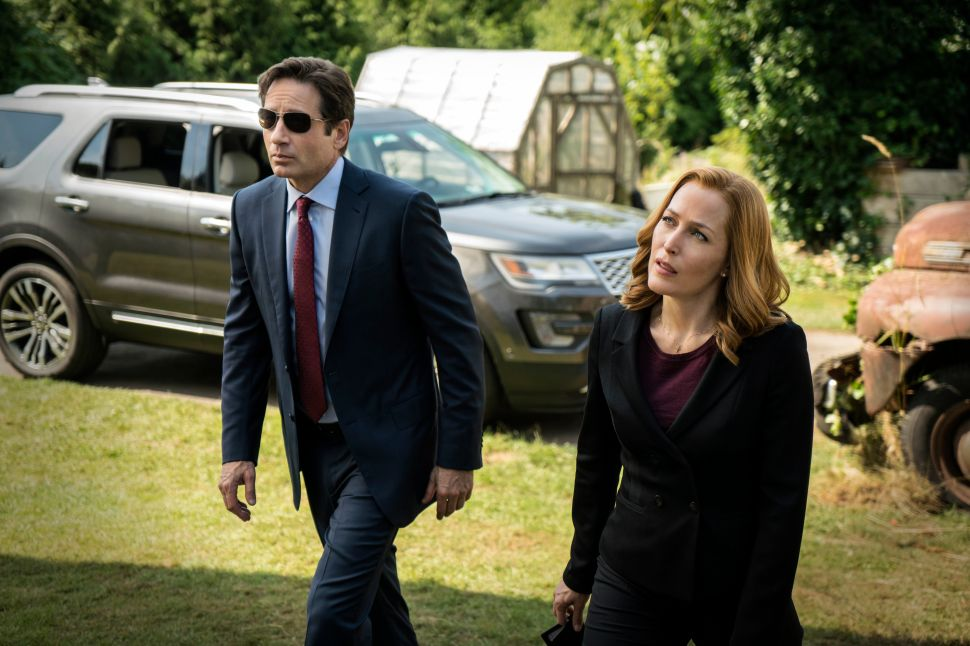 A Millennial Reviews: Nostalgic Romp Down 'The X-Files,' Back When Truth Was a Thing