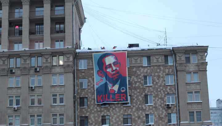 BREAKING: Banner Calling Obama 'Killer' Raised on U.S. Embassy in Moscow