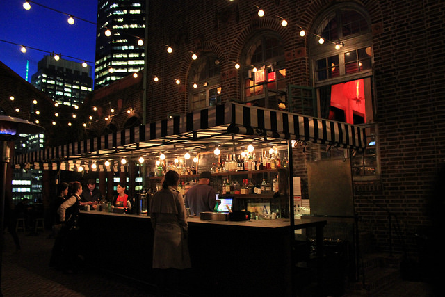 On the Market: Rooftop Bars Still Exist for Winter; Chris Noth Checks Out a Penthouse