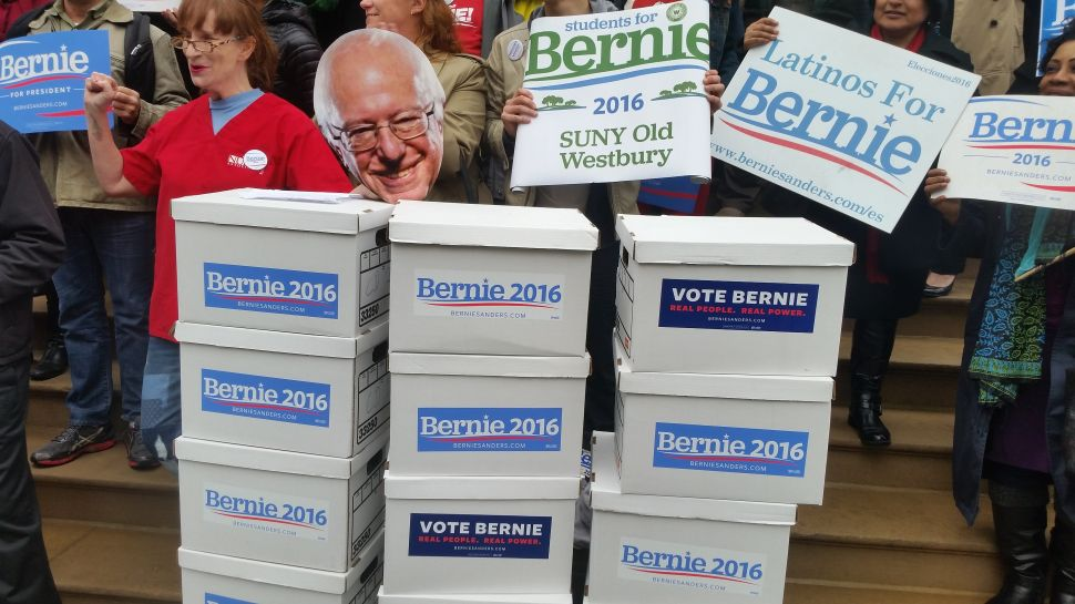 Bernie Sanders Camp Says It Turned in 85,000 Signatures to Make New York Ballot