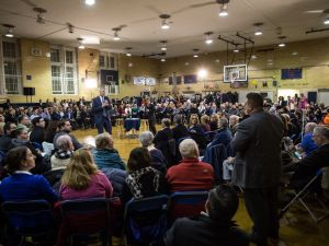 Mayor Bill de Blasio takes questions at his town hall in Bay Ridge.