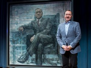 "WASHINGTON, DC - FEBRUARY 22: (EDITORS NOTE:This image has been digitally altered.) Kevin Spacey poses for a photo with a portrait of President Frank Underwood (from the Netflix series ""House Of Cards"") at a press conference hosted by The Smithsonian and Netflix at the National Portrait Gallery on February 22, 2016 in Washington, DC."