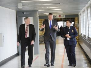 Mayor Bill de Blasio, center, at Rikers Island.