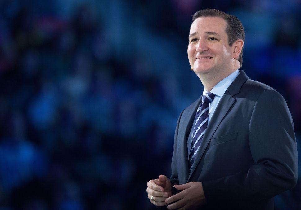 Ted Cruz Beats Donald Trump in Iowa