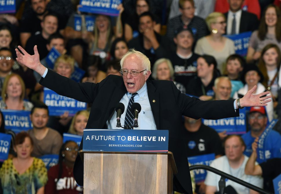 Latino Bronx Lawmaker Backs Bernie Sanders Over Hillary Clinton
