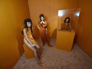 Faustine Steinmetz puts models in a box