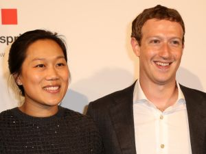 Mr. Zuckerberg (right) and his wife, Priscilla Chan.