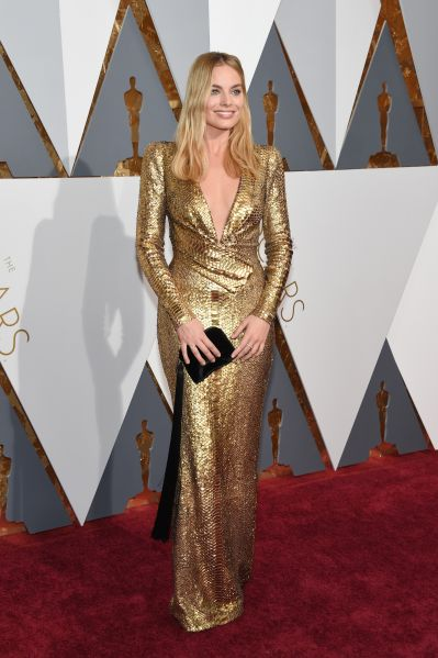Margot Robbie in Tom Ford with clutch by The Row