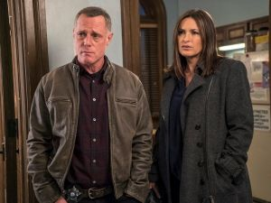 """CHICAGO P.D. -- """"The Song of Gregory Williams Yates"""" Episode 314 -- Pictured: (l-r) Jason Beghe as Hank Voight, Mariska Hargitay as Olivia Benson -- (Photo by: Matt Dinerstein/NBC)"""