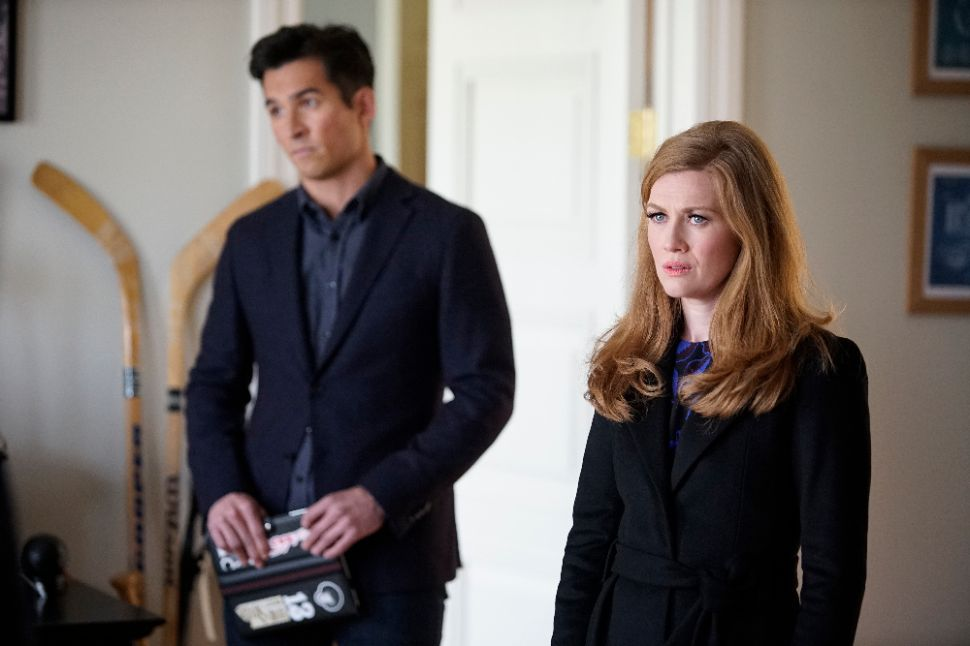 'The Catch' Showrunner Talks Capers and Cons In Shonda-Land
