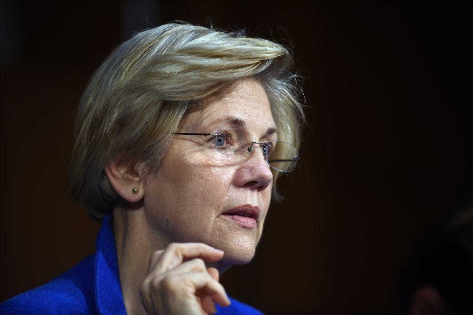 Elizabeth Warren Is Savvy Not to Endorse Clinton or Sanders