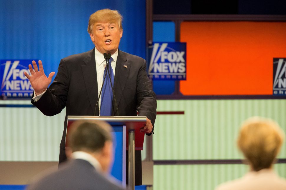 Knuckleheads: Media Focuses on Donald Trump's Hands After Latest GOP Debate
