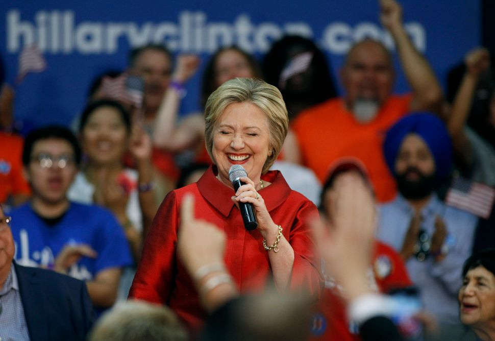 Here's How Hillary Clinton Can Beat Donald Trump