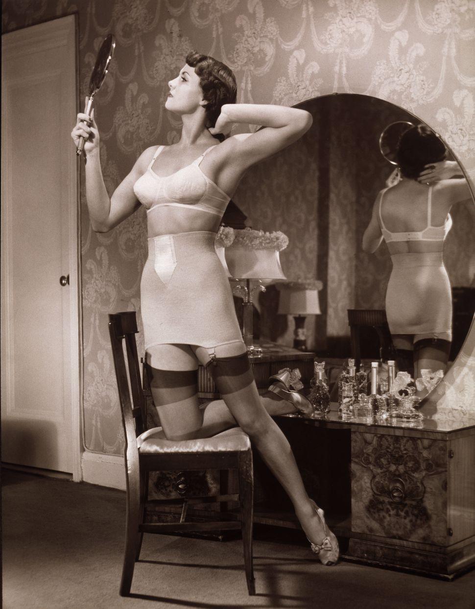 Mirror Meditation Makes Narcissism Mindful