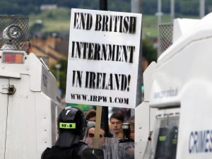Police stop an anti-internment parade in north Belfast, northern Ireland, on August 9, 2015. The annual march that is organised to mark the introduction of internment without trial during the height of the Troubles in August 1971, was stopped by police from entering Belfast city centre, after the parade had defied a Parade Commission ruling. AFP PHOTO / PAUL FAITH