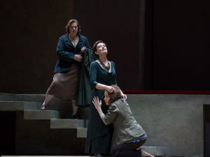 Waltraud Meier as Klytämnestra and Nina Stemme in the title role of Richard Strauss's Elektra.