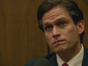 Mark Fuhrman (Steven Pasquale) on the stand in The People V. O.J. Simpson: American Crime Story