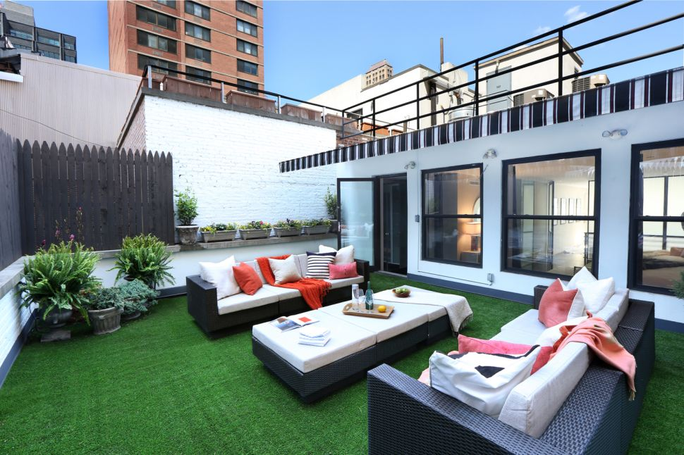 A Tribeca Penthouse Where Coveted Outdoor Space Flows Together with the Indoor