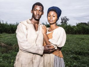 Malachi Kirby as Kunta Kinte andEmayatzy Corinealdi as Belle.