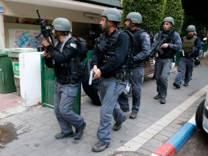 Members of the Israeli security forces search the area following an attack by an unidentified gunman, who opened fire at a pub in the Israeli city of Tel Aviv killing two people and wounding at least seven others on January 1, 2016, police and medical officials said. An eyewitness told Channel 1 television the assailant used an automatic weapon against people at a pub. AFP PHOTO / JACK GUEZ / AFP / JACK GUEZ