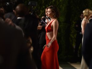 BEVERLY HILLS, CA - FEBRUARY 28: Model Miranda Kerr attends the 2016 Vanity Fair Oscar Party Hosted By Graydon Carter at the Wallis Annenberg Center for the Performing Arts on February 28, 2016 in Beverly Hills, California.