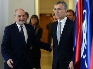 NATO Secretary General Jens Stoltenberg (R) and Polish Defence Minister Anoni Macierewicz arrive for a meeting ahead of a NATO summit, on May 31, 2016 in Warsaw. / AFP / JANEK SKARZYNSKI