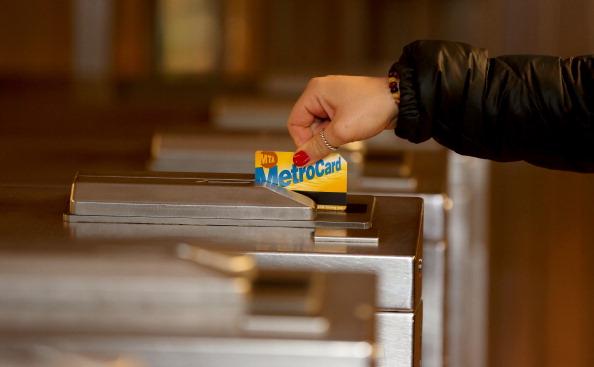 Afternoon Bulletin: Metrocards No More, Subway Information Still Delayed