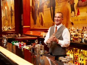 Bartender Bill Dante