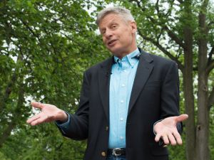 US Libertarian Party presidential candidate Gary Johnson speaks to AFP during an interview in Washington, DC, on May 9, 2016. Former New Mexico Gov. Gary Johnson is running for president as a Libertarian, just as he did 2012 when he managed to get 1.2 million votes. Regardless of his chances of a win, Johnson is reaching out to undecided Republican voters who are looking for a third-party option and are unconvinced that Donald Trump is the answer. / AFP / Nicholas KAMM
