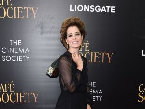 Indie queen Parker Posey is leaving behind 30 Fifth Avenue.