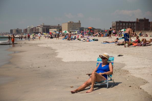 Afternoon Bulletin: Heat Wave Sizzles On, Vigil Held on Atlantic Avenue