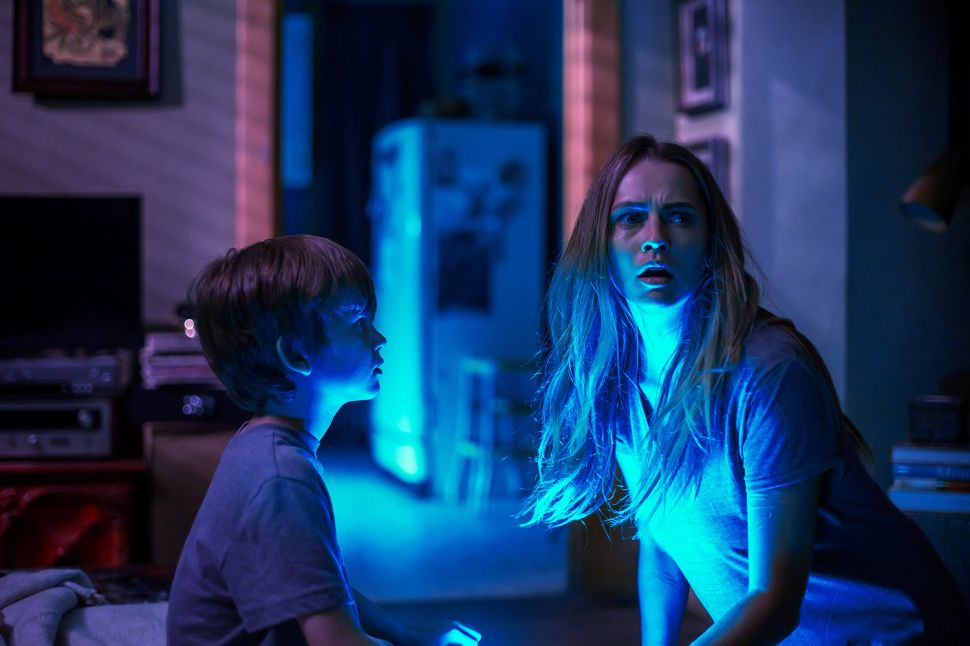'Lights Out' Is a Sad Excuse for a Horror Flick