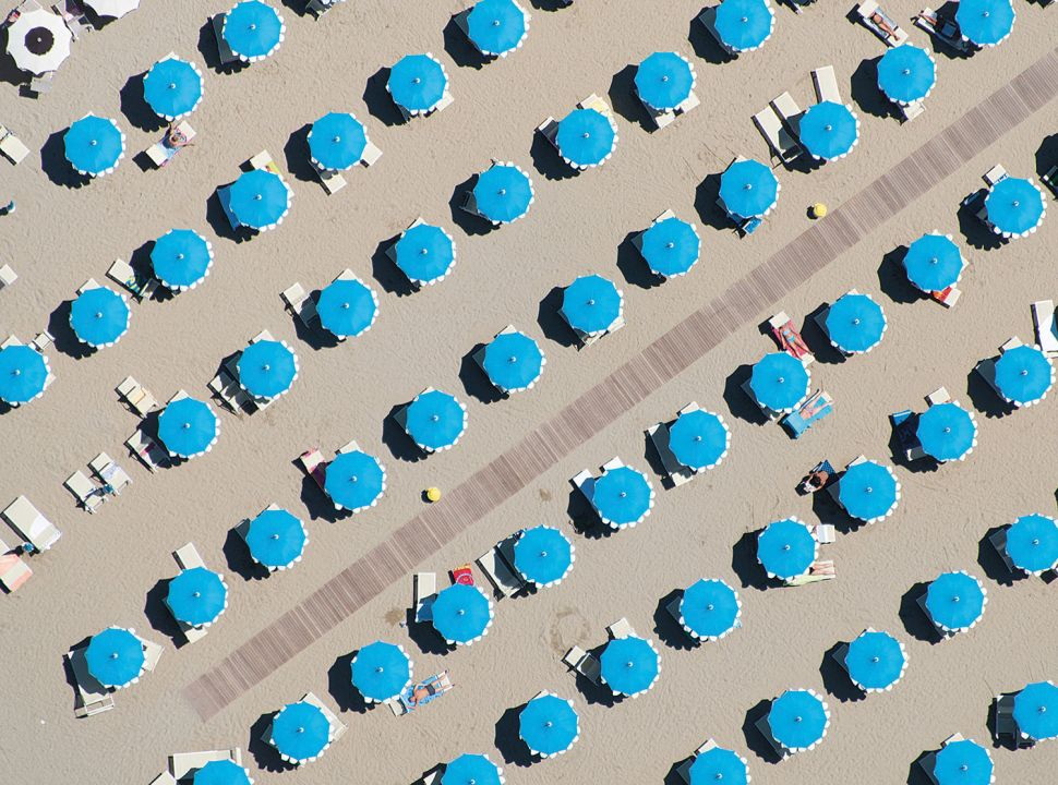 These Helicopter Photos of Beach Umbrellas Create Eye-Popping Patterns