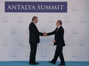 Russian President, Vladimir Putin (R) and greeted by Turkish President Recep Tayyip Erdogan are making up.