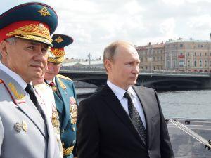 Russian President Vladimir Putin (R) and Defence Minister Sergei Shoigu (L) .