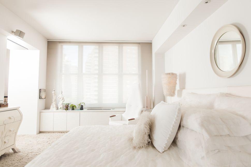 Step Into the All-White Duplex of an Interior Designer