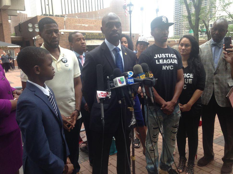 After Rough Police Encounter, Blake Wants to Talk to Bratton 'Face to Face'