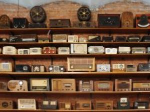 Tekserve's antique radio collection.