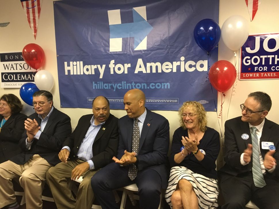 Post-Election, N.J.'s Booker Calls for DNC Leadership to Move to the Left