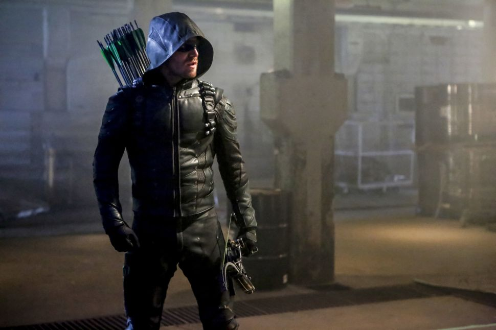 'Arrow' Season 5 Premiere Review: Swimming With Sharks