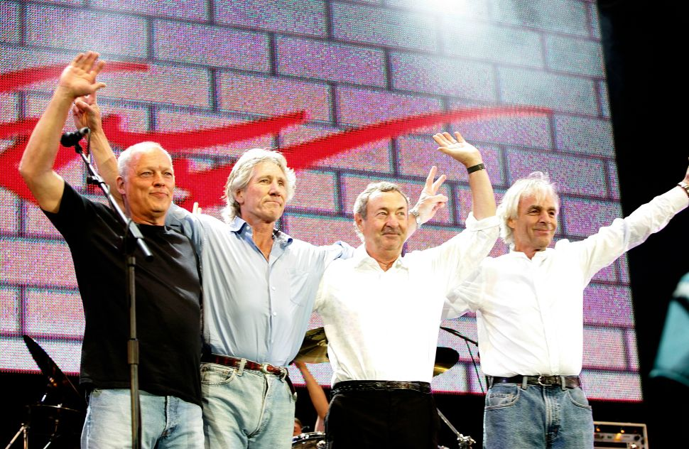 Pink Floyd Museum Show Announced, Naked Donald Trump Statue Heads to Auction