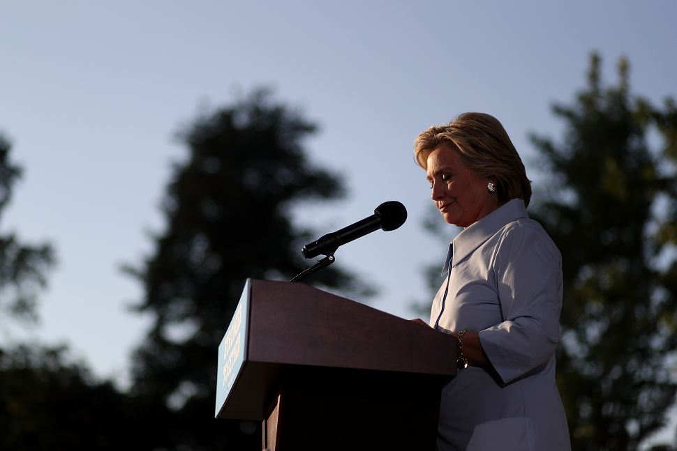 Headed Into Home Stretch, Clinton Is Poised for Victory